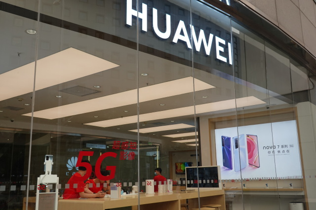 UK Drafts Proposal To Cut Huawei Out Of 5G Networks This Year - SurgeZirc UK