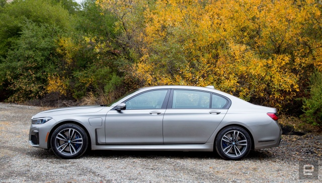 BMW Moves To Sell Subscriptions To In-Car Features - Ravzgadget