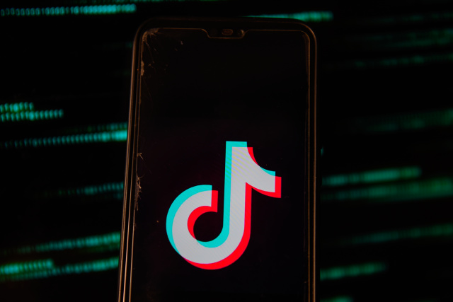 Facebook Is Allegedly Throwing Money At Creators To Beat TikTok - Ravzgadget