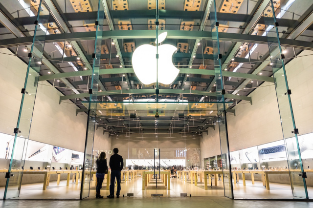 Apple Said It Will Ship Orders From Its Stores For Some Customers - Ravzgadget