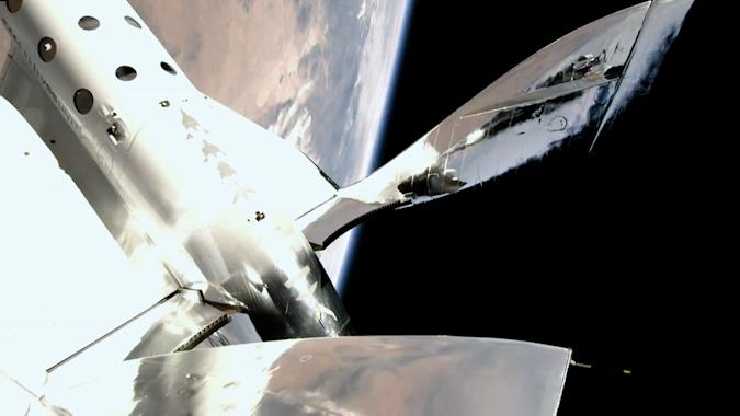 Virgin Galactic Delays First Commercial Research Space Flight To Mid-Oct. - Ravzgadget